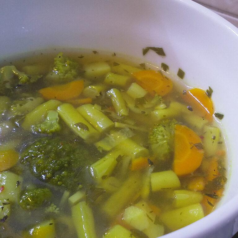 Zupa jarzynowa urozmaicona